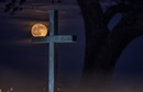 Seawall cross and moon at Belin Memorial United Methodist Church, Murrells Inlet, S.C. Photo by Austin Bond Photography.